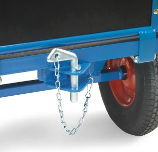 Coupling towing fitting for hand trucks