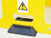 Flat baseplate for Minders safety barriers